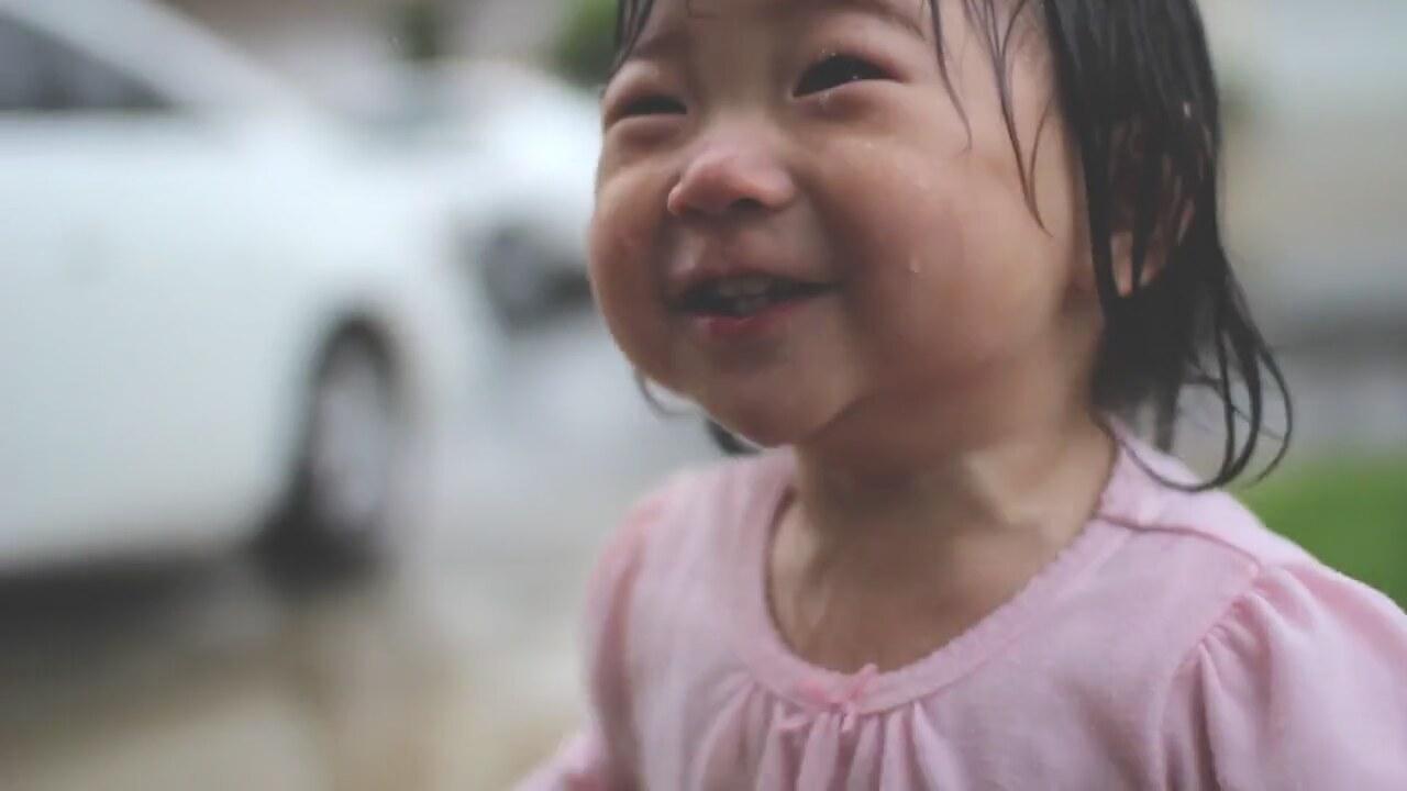 İlk Defa Yağmur Gören Çocuğun Mutluluğu!