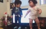 Koreli Bebeğin Dansı