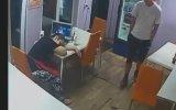 Garson Uyurken Dükkanı Soyan Hırsız