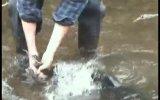 Eliyle Balık Avlayan Adam
