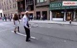 Serena Williams Tenis Topuyla Camı Çerçeveyi İndirdi