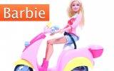 Barbie Scooter Kullanıyor