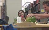 Kütüphanede Ses Çıkarıp Rahatsız Etmek