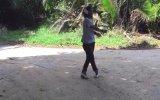 İnsanlık Dışı Dans Eden Adam 8