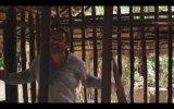 Escape (2012) Fragman